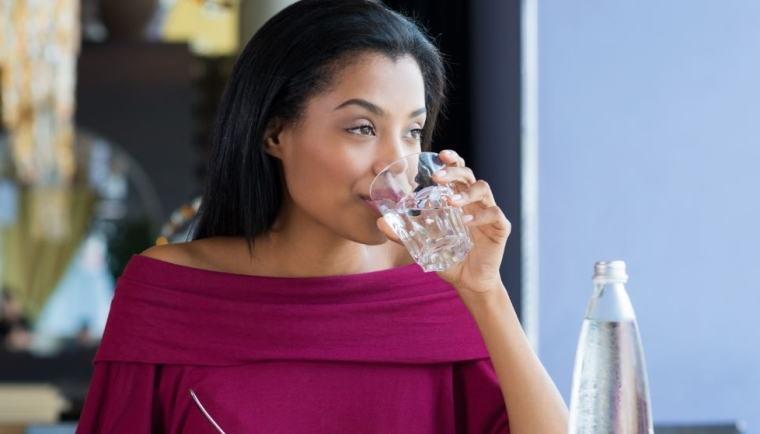 boire de l'eau pour éviter la prise de poids