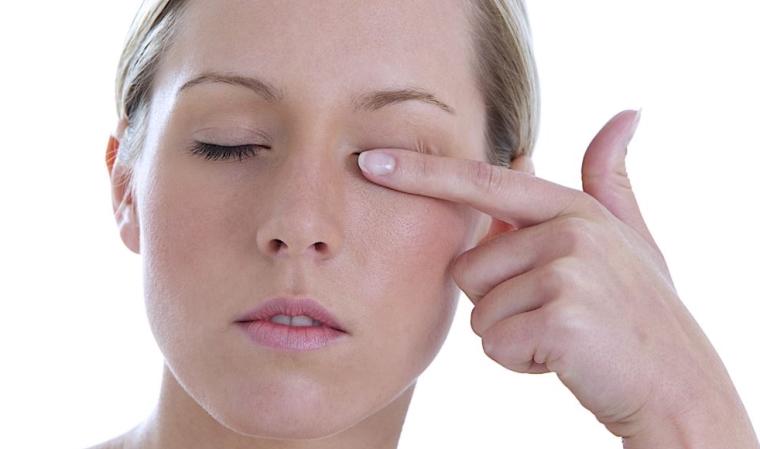 Conjonctivite allergique facteurs risque sympt mes et - A quel age peut on porter des lentilles de contact ...
