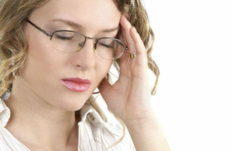 personne avec une migraine