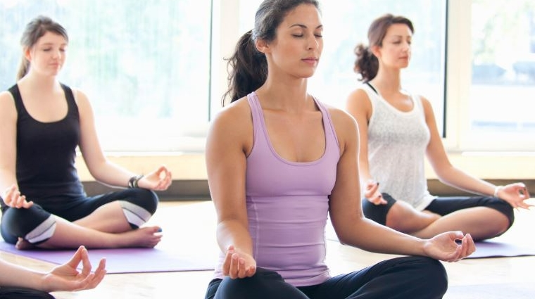 Faire du yoga pour contrer l'hypertension