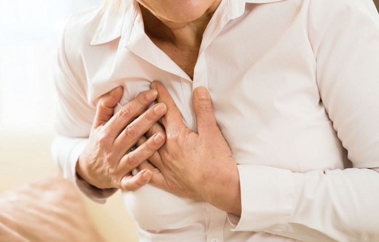 Homme avec un problème respiratoire