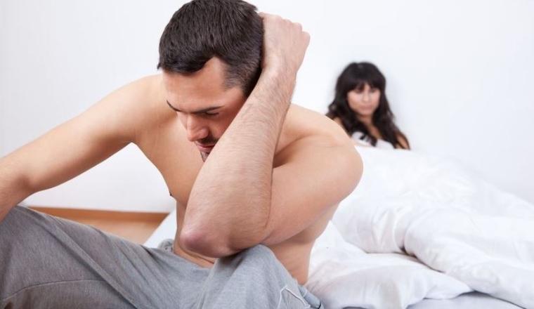 Homme victime d'une éjaculation précoce