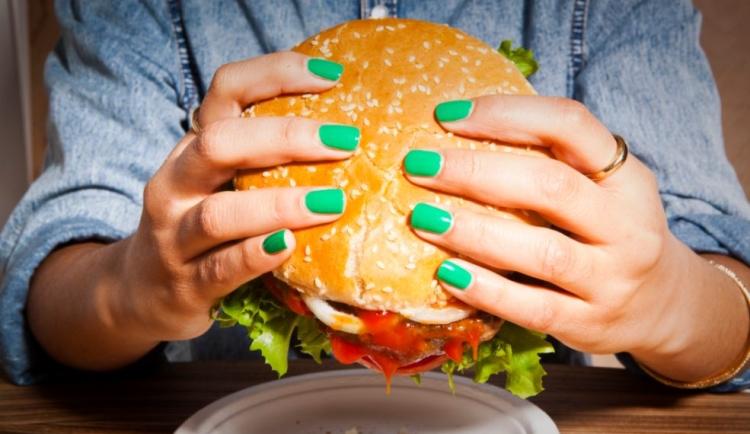 manger trop gras et trop sucré peut conduire à la cellulite